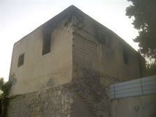בית הכנסת השרוף [צילום: הגרעין התורני רמלה]