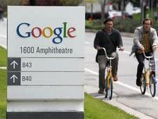 עובדי גוגל רוכבים לעבודה סמוך למטה החברה במאונטיין וויו [צילום: AP]