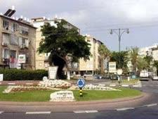 """כיכר הראשונים, נס ציונה [צילום: עמוס בן-גרשום/לע""""מ]"""