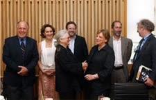 התמונה השנויה במחלוקת: ביניש עם ראשי קרן פורד והקרן החדשה