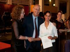 ד''ר צחית סימון-תובל מקבלת את הפרס [צילום: יבגני נסטורובסקי, אוניברסיטת בן-גוריון בנגב]