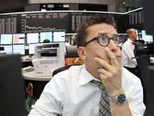 סוחר מודאג. התנודות החדות בבורסות ממשיכות [צילום: AP]