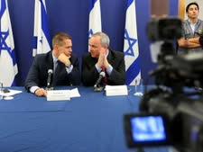 שר האוצר יובל שטייניץ במסיבת עיתונאים משותפת עם השר להגנת הסביבה גלעד ארדן [צילום: פלאש 90]