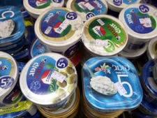מחיר הקוטג' עלה ב-35% - למרות שמחיר החלב ירד ב-11% [צילום: פלאש 90]