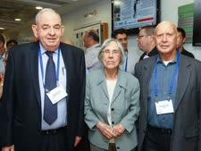 מימין לשמאל: זאב נוימן נשיא המכללה למינהל, דליה דורנר ויצחק פורר [צילום: רונן טופלברג]