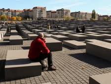 אנדרטת השואה בברלין [צילום: פלאש 90]
