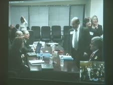 """יוסי אולמרט (מימין) במשפט הולילנד. """"סבר בטעות"""""""