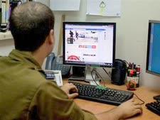 """חייל ביחידת דובר צה""""ל [צילום: AP]"""