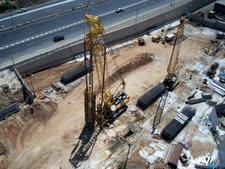 תצלום אוויר של עבודות הרכבת הקלה באם המושבות [צילום: אסף שילה/ישראל סאן]