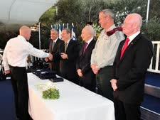 דני גולד מקבל את פרס בטחון ישראל [צילום: אריאל חרמוני]