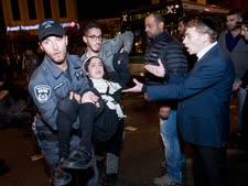 מעצרים בהפגנה בירושלים [צילום: יונתן סינדל/פלאש 90]