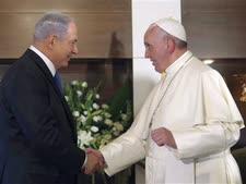 האפיפיור בביקורו בישראל לפני שלוש שנים [צילום: אלכס קומולובסקי/AP]