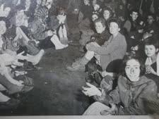 ניצולים בברגן-בלזן [צילום: ארכיון המדינה הבריטי]