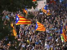 עשרות אלפים ברחובות ברצלונה[צילום: אמיליו מורנטני / AP]