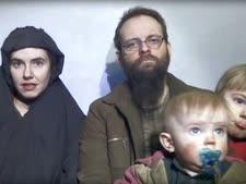 ג'ושוע בויל ומשפחתו, לאחר השיחרור [צילום: AP]