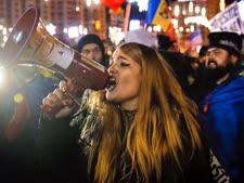 אלפים יצאו לרחובות בוקרשט  [צילום: ודים ג'ירדה/AP]