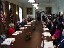 טראמפ וחברי הוועדה המשותפת [צילום: מנואל סנאטה, AP]