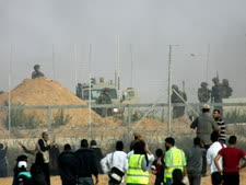 התפרעויות בגבול עזה [צילום: עבד ראחים חטיב/פלאש 90]