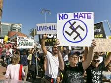 הפגנה בלוס אנג'לס [צילום: דמייאן דוורגנס, AP]