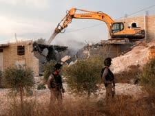הריסת בתים בכפר יאטה [צילום: ויסאם השלמון, AP]