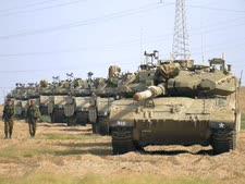 """טנקים של צה""""ל סמוך לרצועת עזה [צילום: אריאל שליט/AP]"""