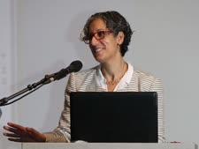 בלונדר. אשת המדע והחינוך