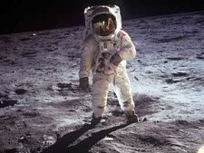 """הרוסים יבדקו. הנחיתה על הירח [צילום: נאס""""א]"""