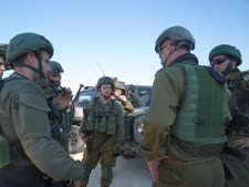 """הסלמה מחודשת. חיילי צה""""ל על גבול הרצועה [צילום: דובר צה""""ל]"""