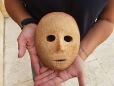 מסכת האבן [צילום: קלרה עמית, רשות העתיקות]