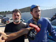 """ולדימיר ואריק לוברסקי, אביו ואחיו של לוחם דובדבן רונן ז""""ל בפתח הדיון [צילום: תנועת """"אם תרצו""""]"""