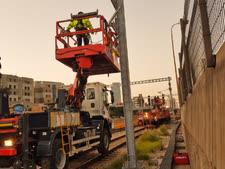 עבודות חשמול במסילה [צילום: רכבת ישראל]