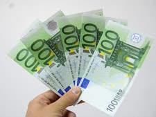 קשה לעמוד בקסמו של הכסף [צילום: מנדי הכטמן/פלאש 90]
