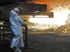עובד פלדה בטיסנקרופ, גרמניה [צילום: מרטין מייסנר, AP]