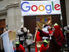הפגנה נגד גוגל בצרפת [צילום: פרנסואה מורי, AP]