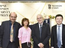 מימין לשמאל: פרופ' פנג ז'אנג, נשיא הטכניון פרופ' אורי סיון, פרופ' עמנואל שרפנטייה ופרופ' פפדימיטריו כריסטוס הילריוס [צילום: שרון צור, דוברות הטכניון]