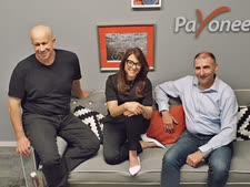 """משמאל לימין: יובל טל, מייסד פיוניר, קרן לוי, מנכ""""לית פיוניר ישראל ויואל נוה [צילום: Payoneer]"""
