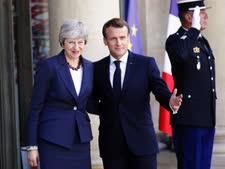 מקרון ומיי אתמול בפריז [צילום: פרנסואה מורי, AP]