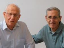 מימין לשמאל: פרופ' סידר ופרופ' רזין [צילום: חזי חוג'סטה, האוניברסיטה העברית]