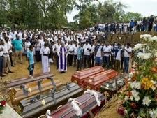 הלוויות קורבנות הפיגועים [צילום: גמונו אמארסינגה/AP]
