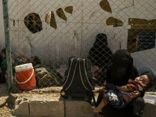 משפחות דאעש במחנה אל-חול [צילום: בדרחאן אחמד, AP]