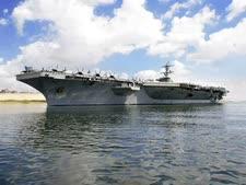 ספינת הטילים לינקולן בדרך למפרץ [צילום: רשות תעלת סואץ/AP]
