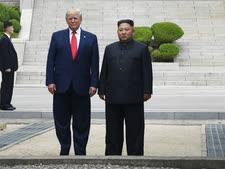 טראמפ וקים מצפון לגבול[צילום: סוזן וולש, AP]