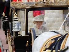 לא לגרור את המלכה [צילום: פרנק אגוסטין, AP]