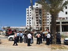 זירת קריסת המנוף באתר ביבנה [צילום: דוברות משטרת ישראל]