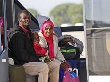 מהגרים בהגיעם לאיטליה [צילום: אלסנדרה טרנטינו, AP]