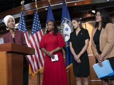 חברות הקונגרס הדמוקרטיות: אילהאן עומר ממינסוטה (משמאל), איאנה פרסלי ממסצ'וסטס, אלכסנדריה אוקסיו-קורטז מניו יורק ורשידה טייב ממישיגן  [צילום: ג'.סקוט וייטאפל/AP]