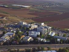 """המרכז הרפואי העמק בשנת 2000 [צילום: משה מילנר/לע""""מ]"""