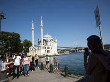תיירים באיסטנבול [צילום: בורהן אוזביליצ'י, AP]