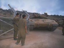 """טנק וצא מלבנון דרך שער פאטמה [צילום: אלפי בן-יעקב/לע""""מ]"""