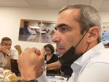 יעקב ישראל נתניהו. חושש משאלות עיתונאים?